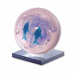 Globo de cristal con delfines azules